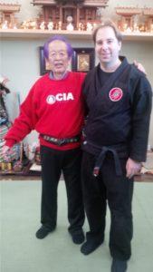 Thomas Phillips avec Dr Masaaki Hatsumi au Honbu Dojo au Japon